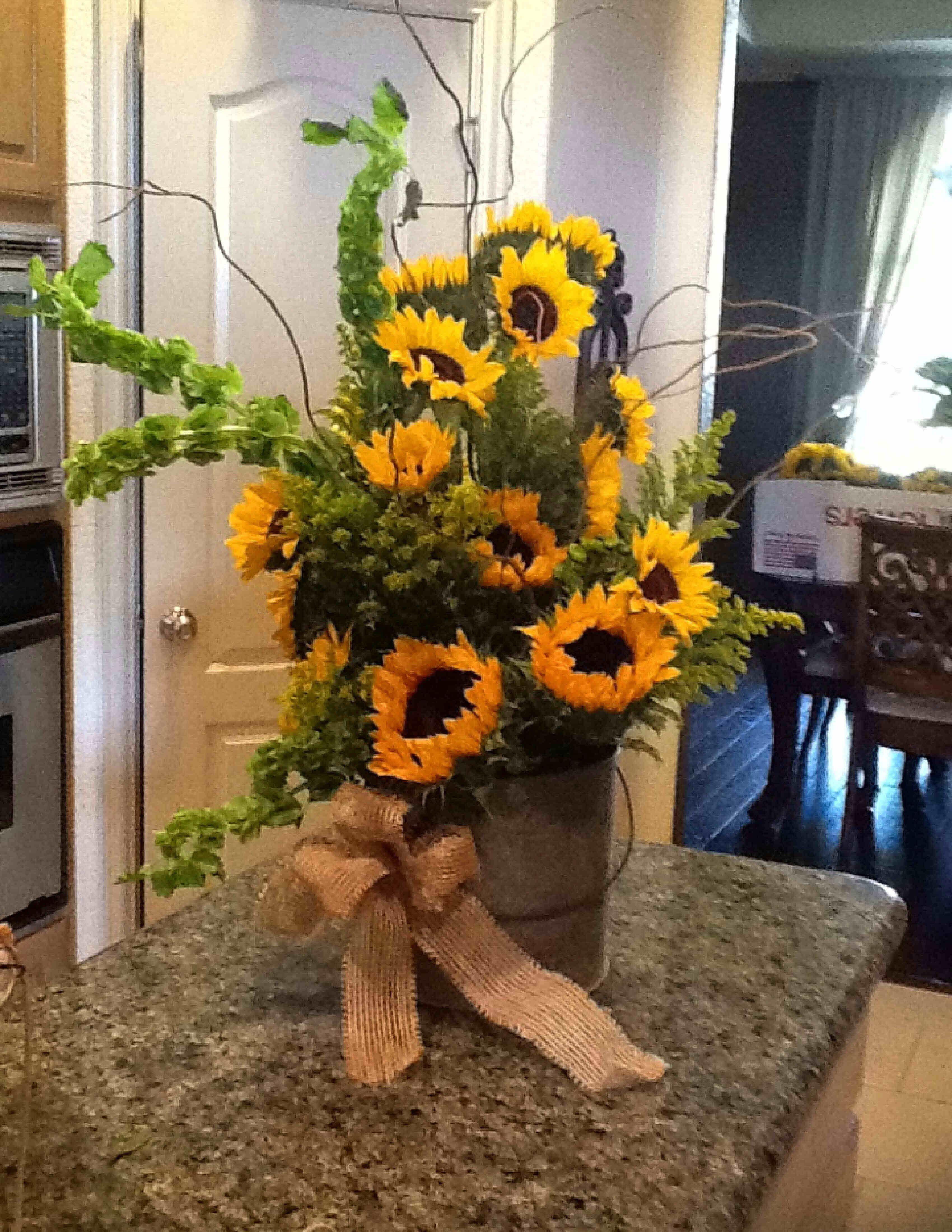 A Pot Of Sunflowers Flower Arrangements Center Pieces Spring Flower Arrangements Sunflower Arrangements