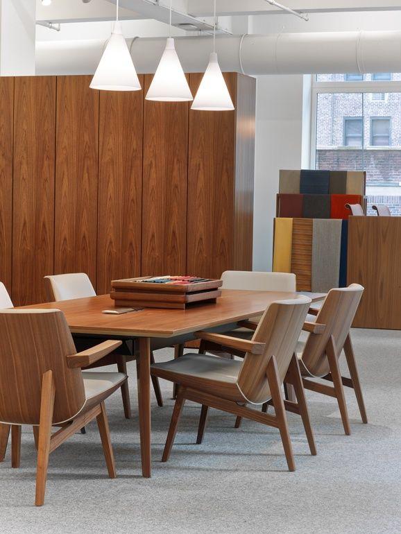 Herman Miller Fashions a Towering Presence in New York City's Flatiron District. #design #interiordesignmagazine #interiordesign #projects #showrooms