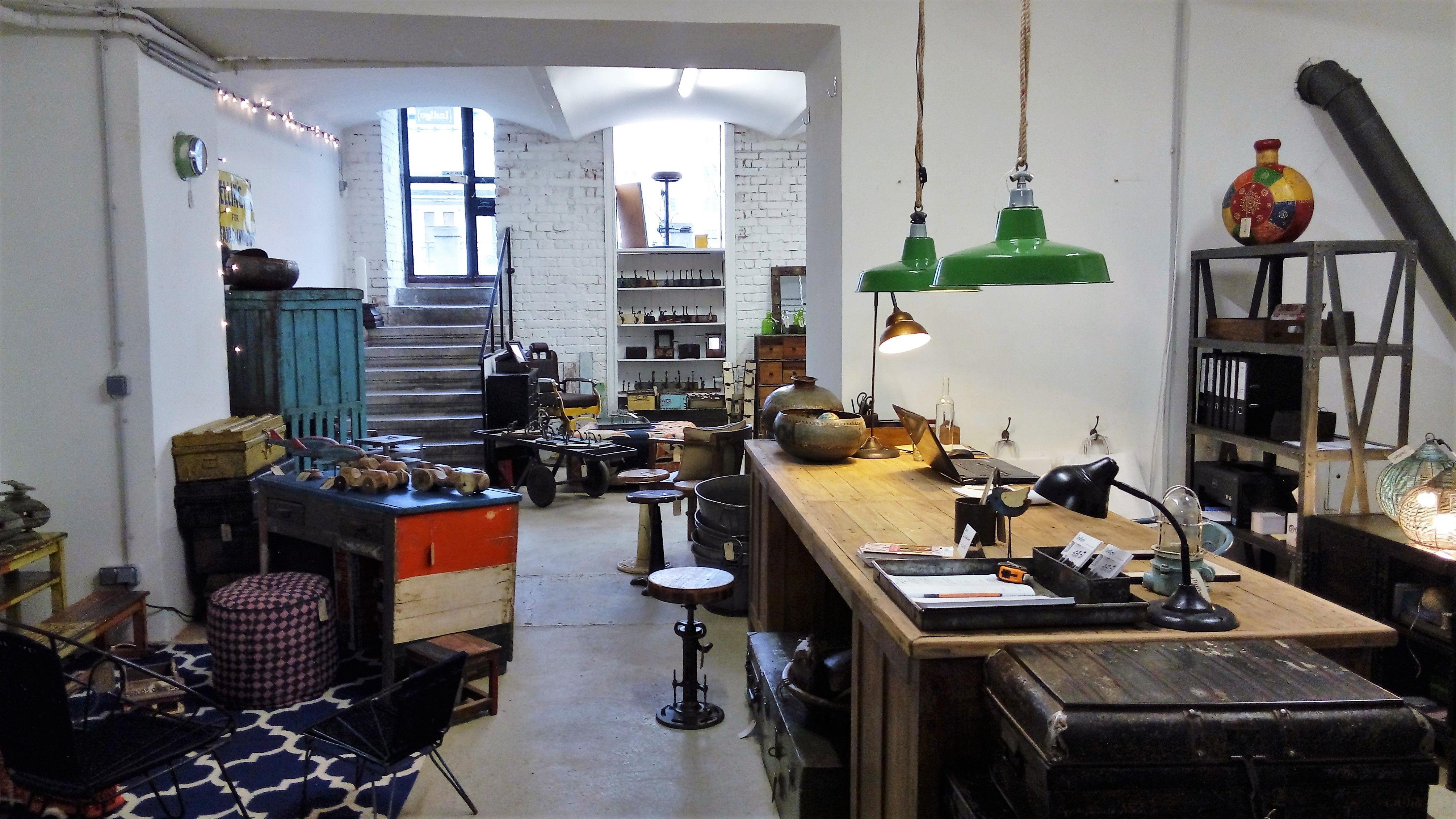 Indigo Express store Vienna.....Industrial style, Vintage Möbel ...