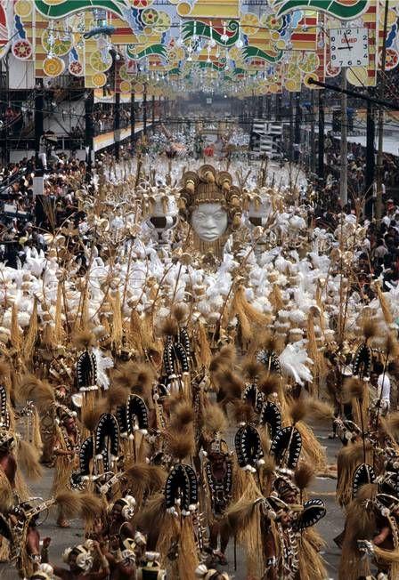 O desfile cheio de palha da Imperatriz em 1983, carnavalesco Arlindo Rodrigues. Foto: Anibal Philot