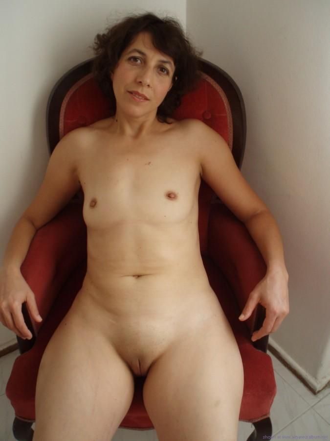 hips nude with wide Woman