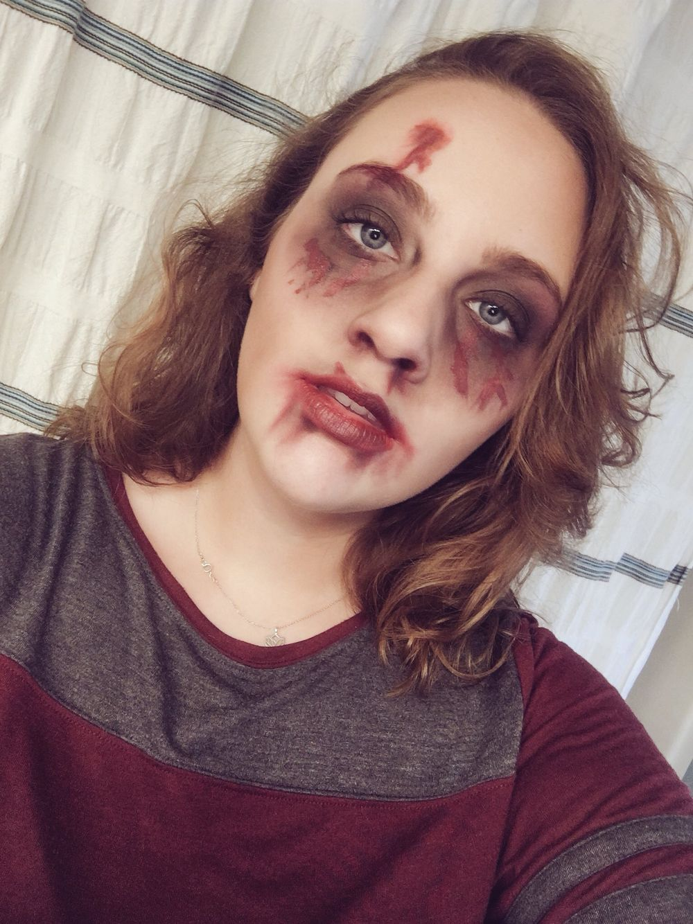 easy zombie makeup with everyday makeup halloween. Black Bedroom Furniture Sets. Home Design Ideas