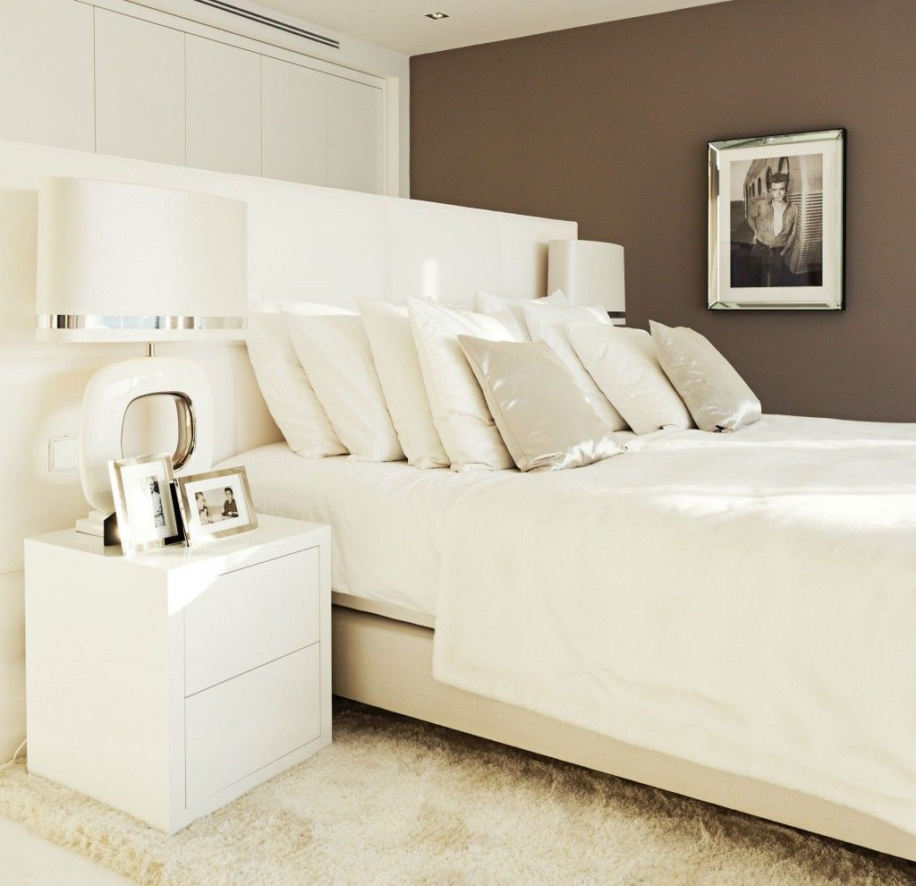 Bedroom interior furniture design modern white bedroom design ideas with white duvet covers and white