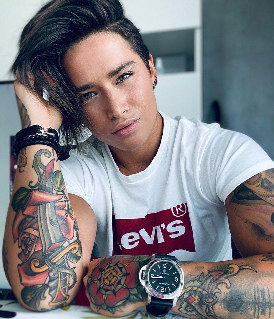 "Ylenia Riniti on Instagram: ""be Kind 🌺🎶 #photooftheday #italiangirl #tattoo #piercing #hairstyle #levis #eyes #tomboy #androgynous #tomboystyle #quarantine…"""