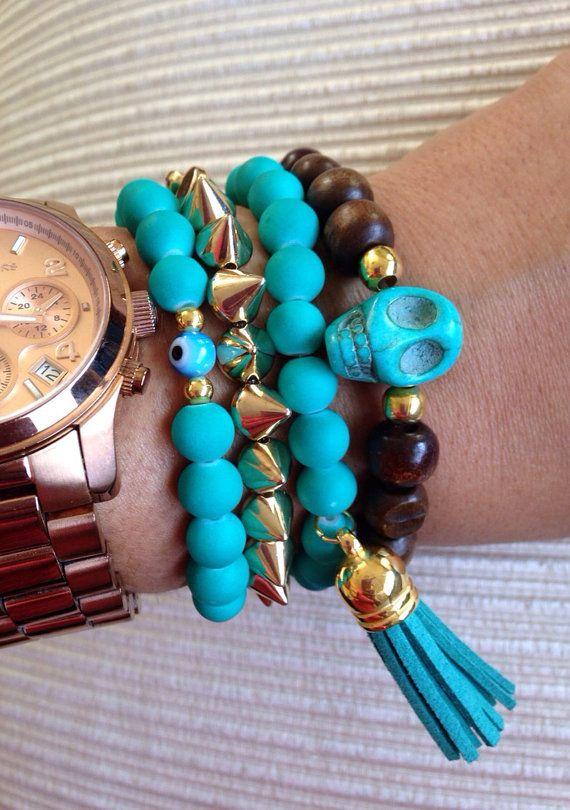 Skull charm beaded bracelet on Etsy, $10.00
