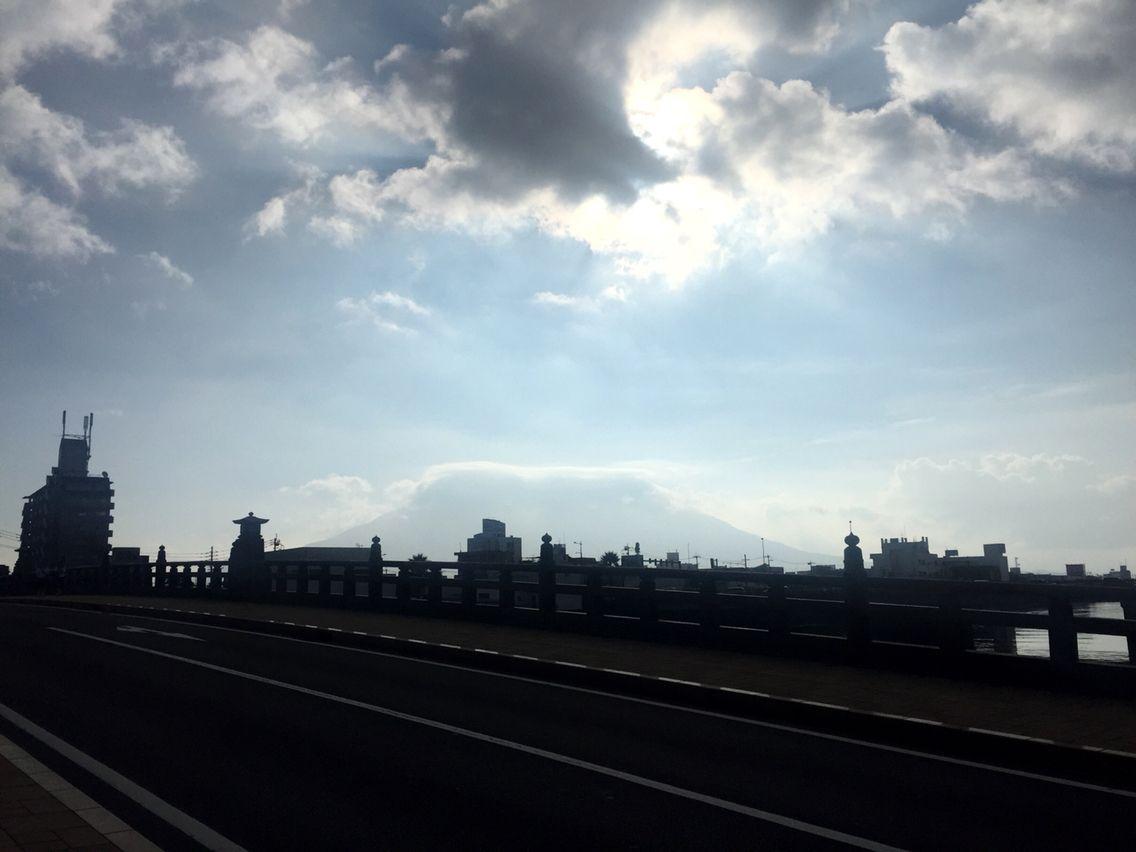 おはようございます(^o^)/  今日の桜島です。  天気は晴れ。雲が少し多いですね。  昨日は東海大相模が勝ちましたね!  かなりの接戦でした。  あっという間に金曜日です。充実した1日していきたいですね。  今日も1日、元気に頑張っていきましょう!