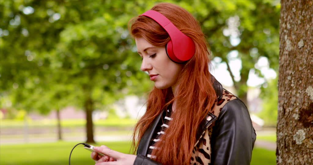 retratos mujer musica cesped - Buscar con Google