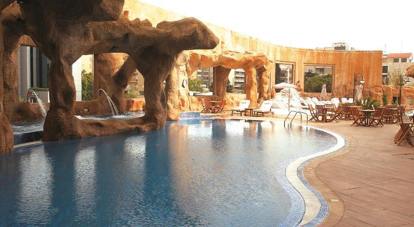مطعم مميز مطل على حمام السباحة ف فندق هيلدون الروشة لبنان Hildon Hotel Lebanon Grand Hotel Breathtaking Views Hotel Offers