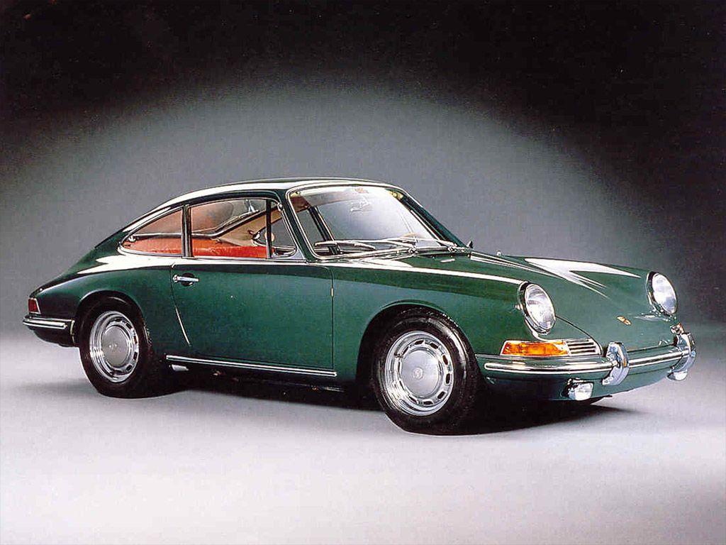 De Porsche 911 is een van de automodellen met de langste historie. Na meer dan 50 jaar bestaat het model nog steeds en er zijn meer door de jaren heen meer dan 50 verschillende versies van geproduceerd.
