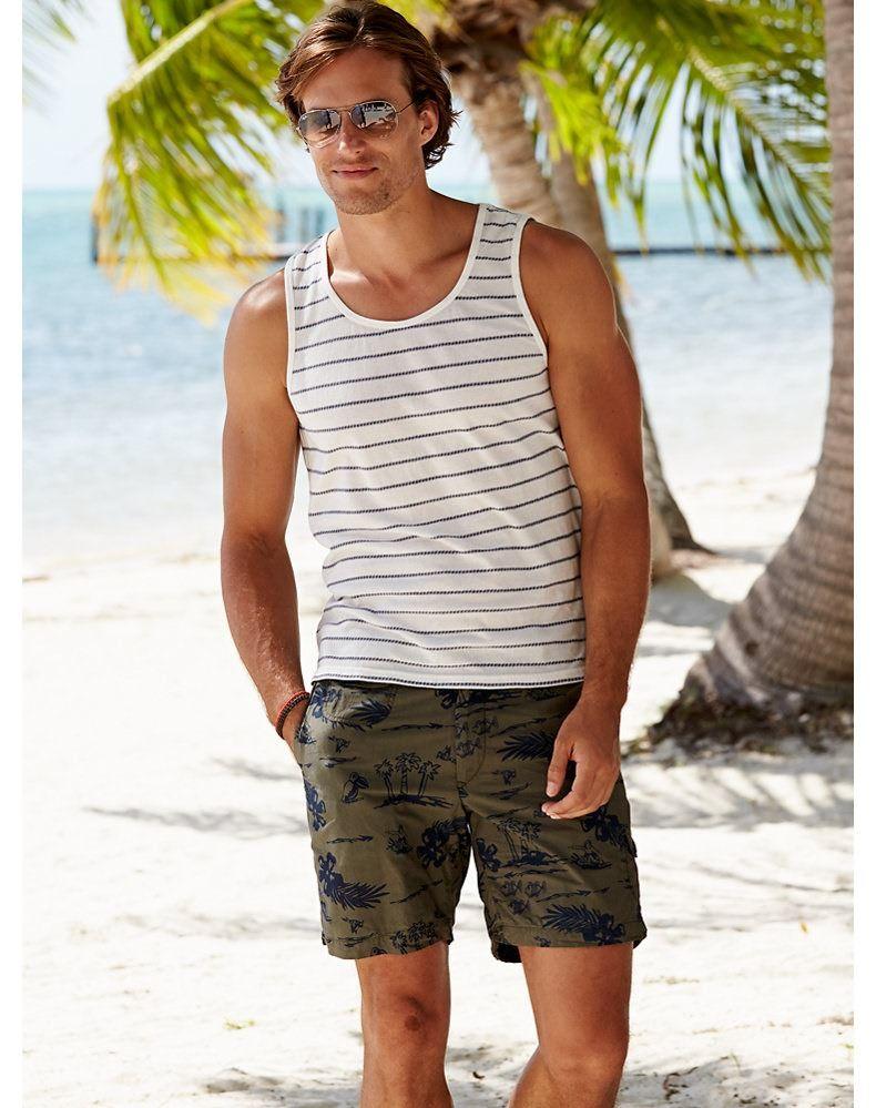 70299cc6459c David Genat Models Summer Styles for Gorsuch
