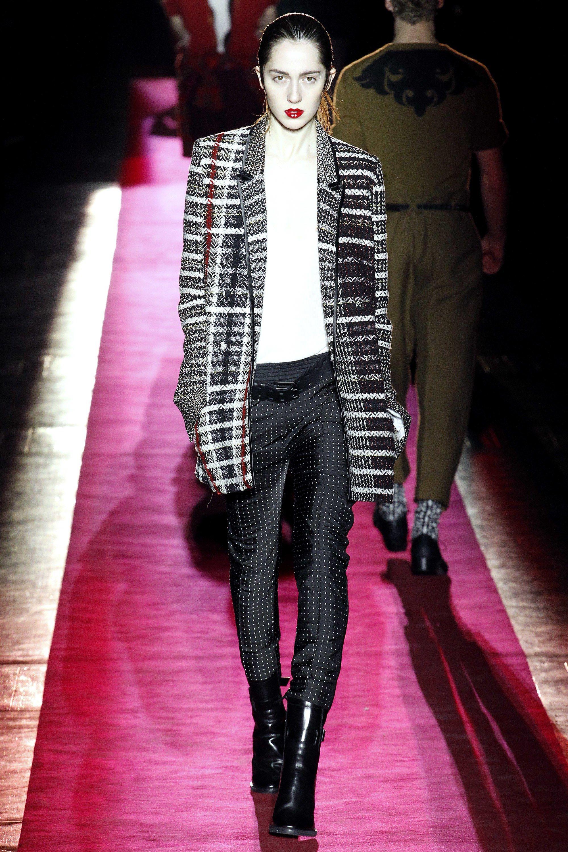 Minaj nicki and drake divorce, Tips: style how to wear black blazer