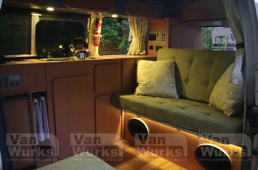 Classic interior for volkswagen t2 bay window from 1 995 for Vw kombi interior designs