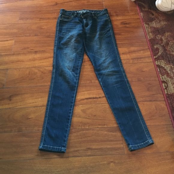 low Rise NY&C size 2 jeggins! Perfect condition. Low rise Jegging from NY&C. So comfortable and stylish. Skinny jeans! New York & Company Jeans Skinny