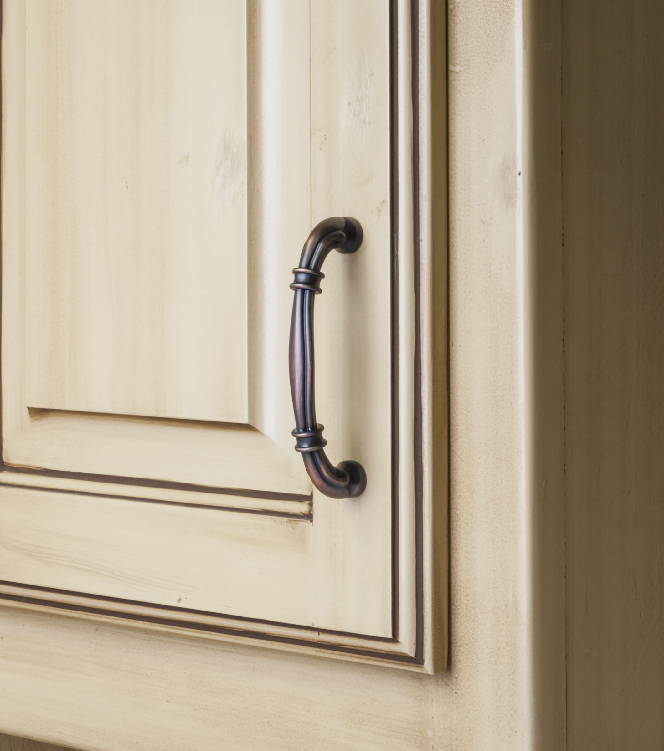 Lafayette Cabinet Pull From Jeffrey Alexander By Hardware Resources 317 96dbac Shown In Use