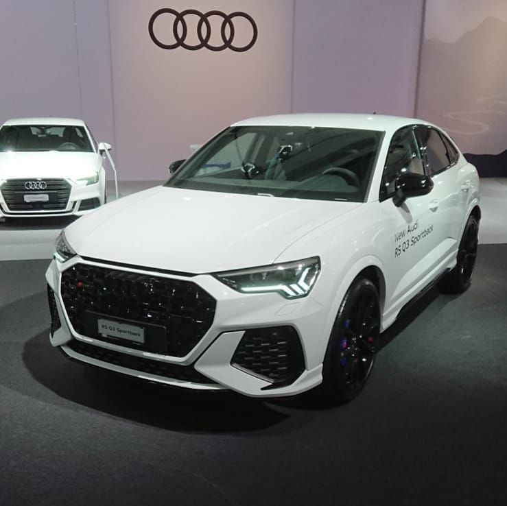 David Kaiser Photography No Instagram The Rsq3sportback Had The World Premiere Tonight At Autozuerich Autozurich Follow Me On Fb Or Ig Audi Rsq3 Audi Bmw