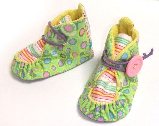 春夏用のベビー・ブーティです。歩く前のお子様のお出かけ用シューズに、ファーストシューズとしていかがでしょうか!サイズは靴底サイズで約11cmで作っていますので... ハンドメイド、手作り、手仕事品の通販・販売・購入ならCreema。