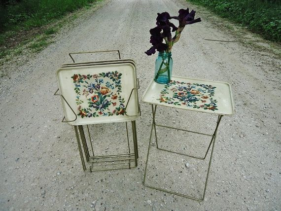Vintage TV Tray Tables With Stand   A Mid Century Classic!