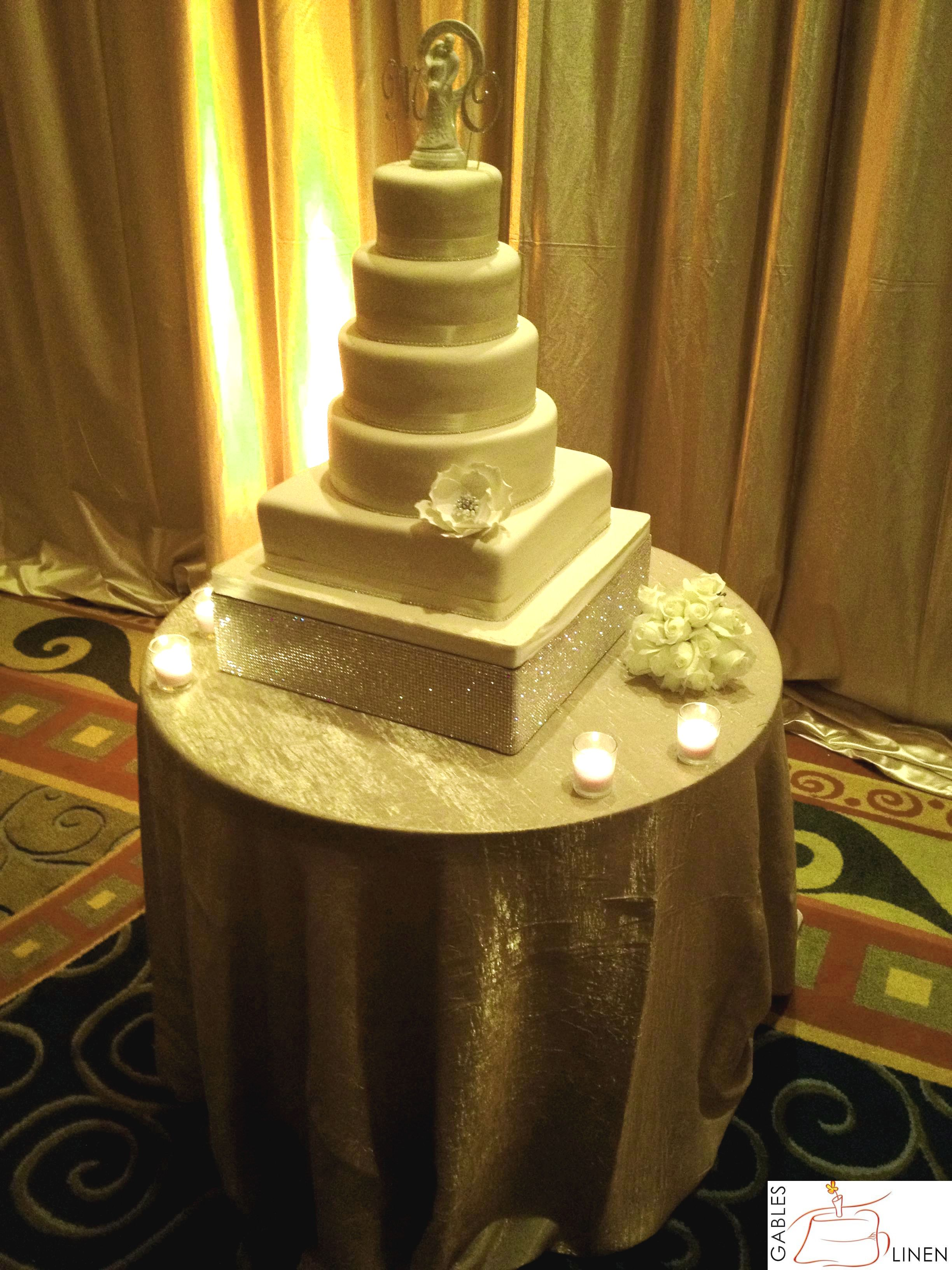 Gold galaxy linen for cake table. cake by #Anapaz | Wedding cake ...