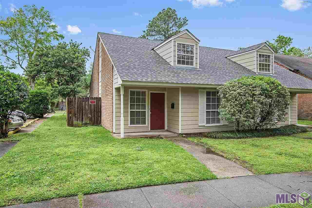 Perfect, lowmaintenance townhouse located off Brightside