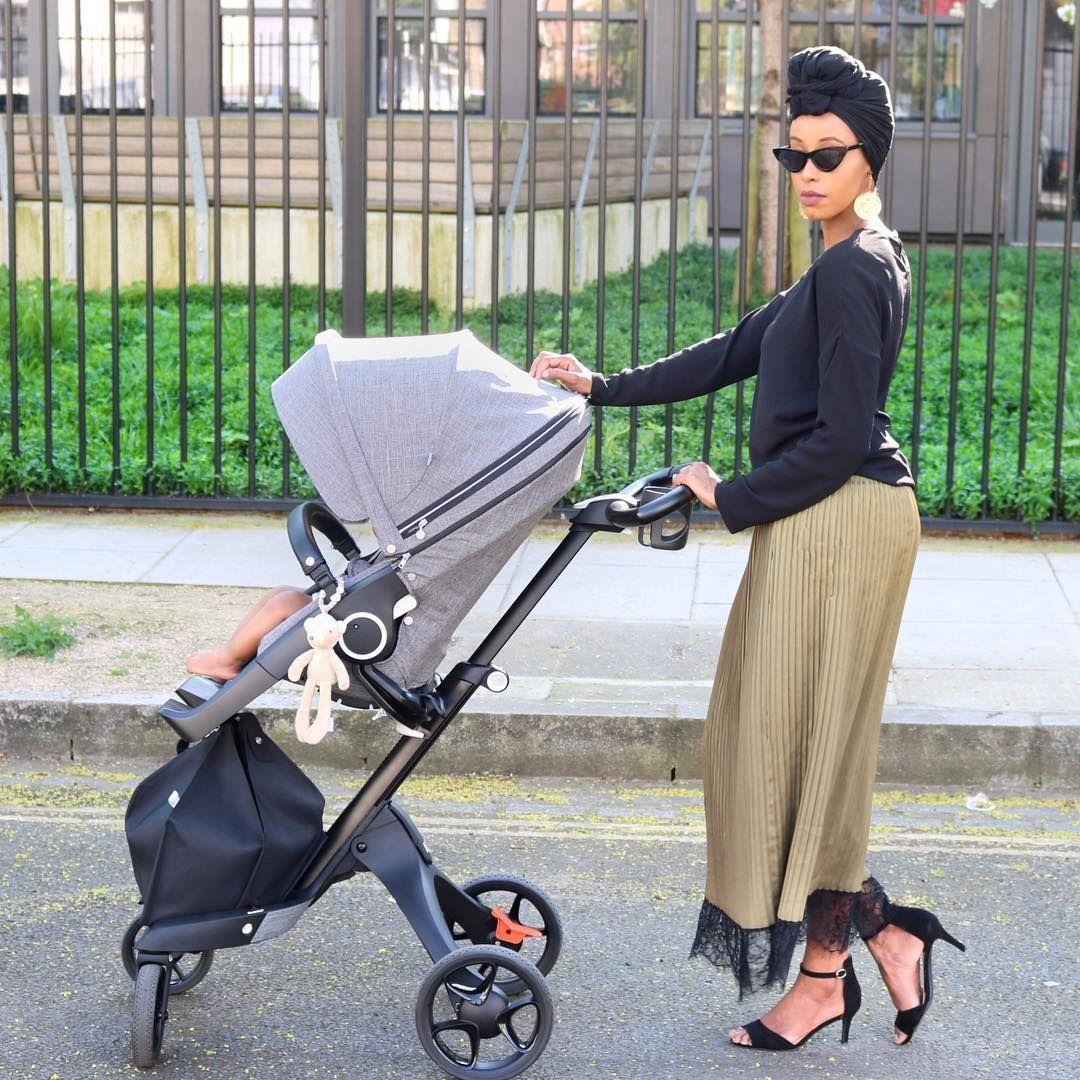 carrinho de bebê escolhendo