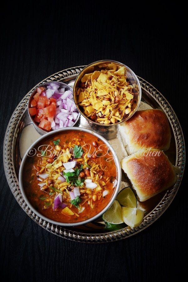 Traditional misal pav binjals veg kitchen world street food misal pav very popular delicious maharashtrian street food there are so many variety of misal pav in maharashtra like puneri kolhapuri and mumbai special forumfinder Images