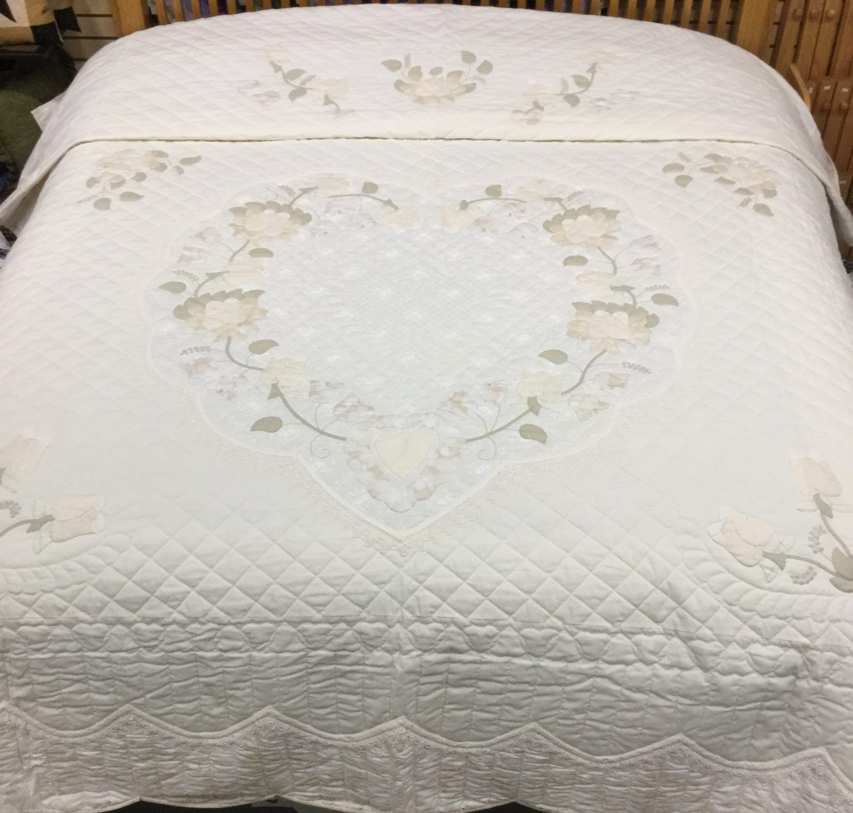 Lacy Heart Of Roses Quilt King Family Farm Handcrafts King Quilt Quilts Quilt Care