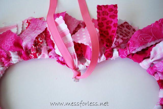 Photo of DIY Valentine's Day fabric wreath