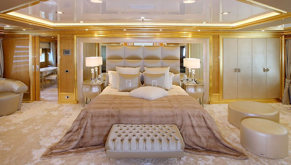 Fendi benetti 39 194 lady lara master stateroom yacht for Luxurious bedroom interior design ideas
