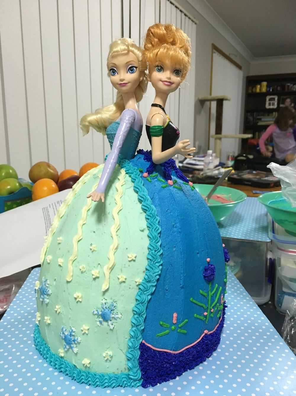 Frozen Elsa And Anna Cake I Made For My Daughters 6th Birthday Frozen Birthday Frozen Elsa And Anna Anna Cake