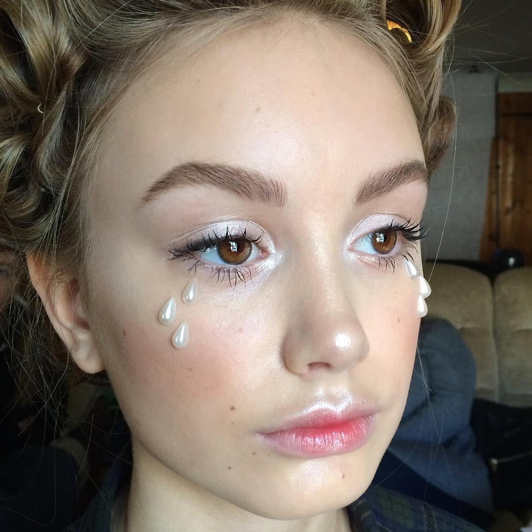 Skin growing over nose piercing   Likes  Comments  Julia juliaedwardsmakeup on Instagram