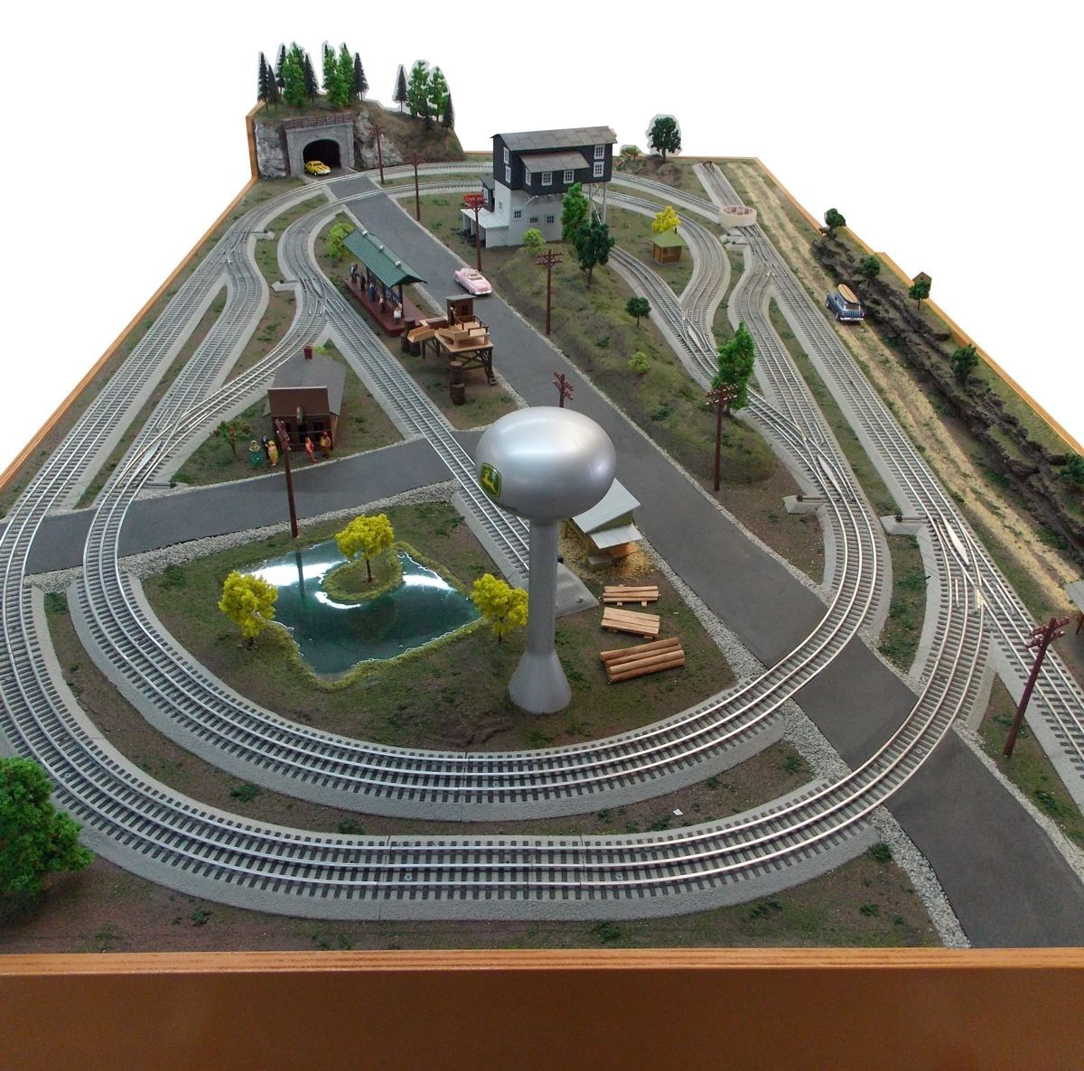 how to make a train table for model trains