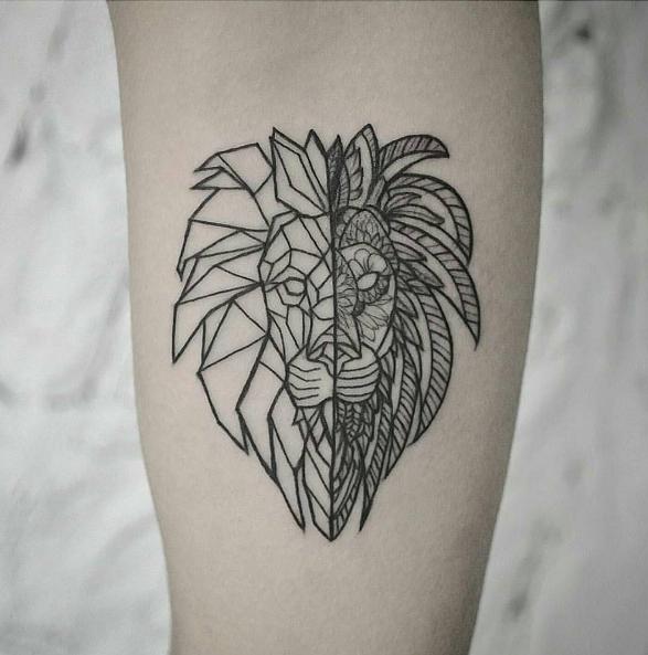 Geometric Lion By Inshaanali Done At Inkandwatertattoo Tattoo Blackandwhite Blackwork Tinytattoos Tiny Blac Tattoos Tiny Tattoos Geometric Tattoo