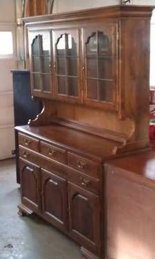 Early American Temple Stewart Maple China Cabinet Hutch