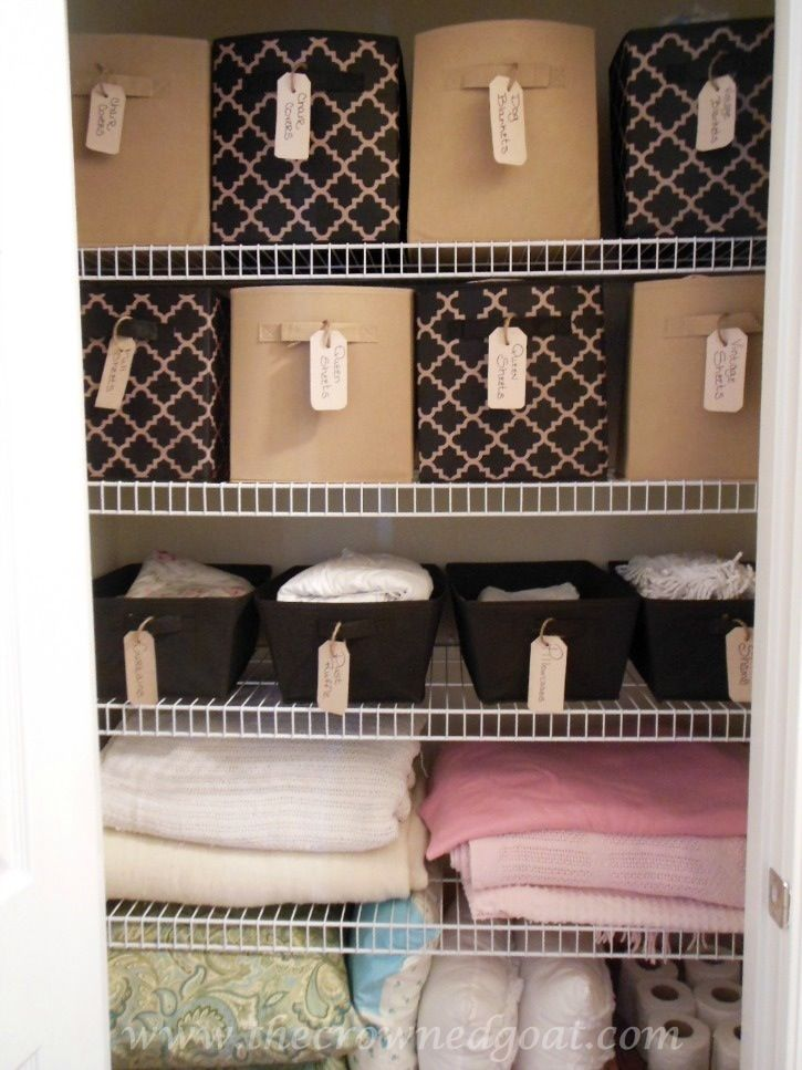 Great Closet Organization System. Hide The Clutter In Baskets.