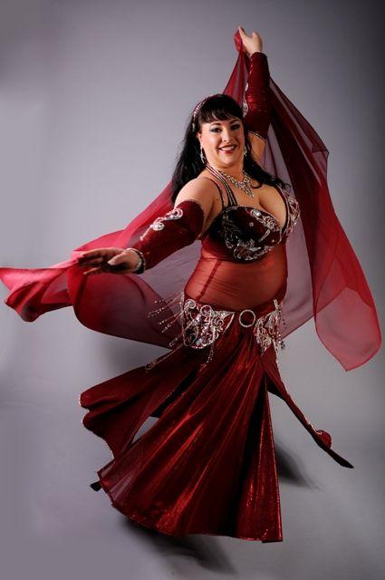 8727078c41fb Caroline Labrie of Victoriaville, Quebec/Canada. (plus size belly dance ♥)
