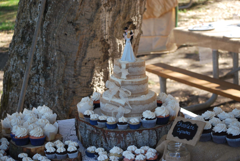 Burlap Amp Lace Wedding Cupcakes Amp 3 Tiered Cake Rustic