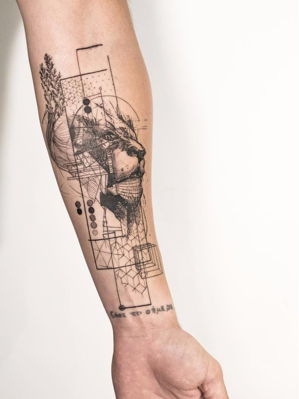 15 of the Most Eye-Catching Geometric Tattoo Designs foto