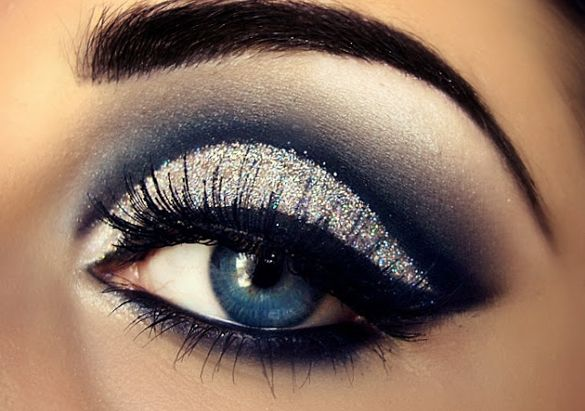 Glitzy Cut-crease - Glamorous New Year's Eve Eye Makeup Ideas & Tips #YouQueen #makeup #eyes