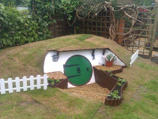 Ukhobbithole Hobbit House Hobbit Hole Backyard Diy Projects