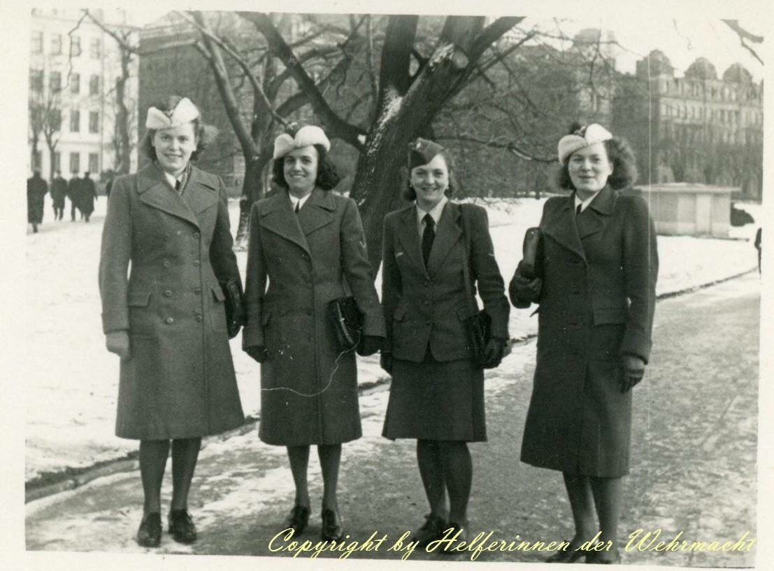 Four Luftwaffehelferinnen out during the winter months. Notice ...