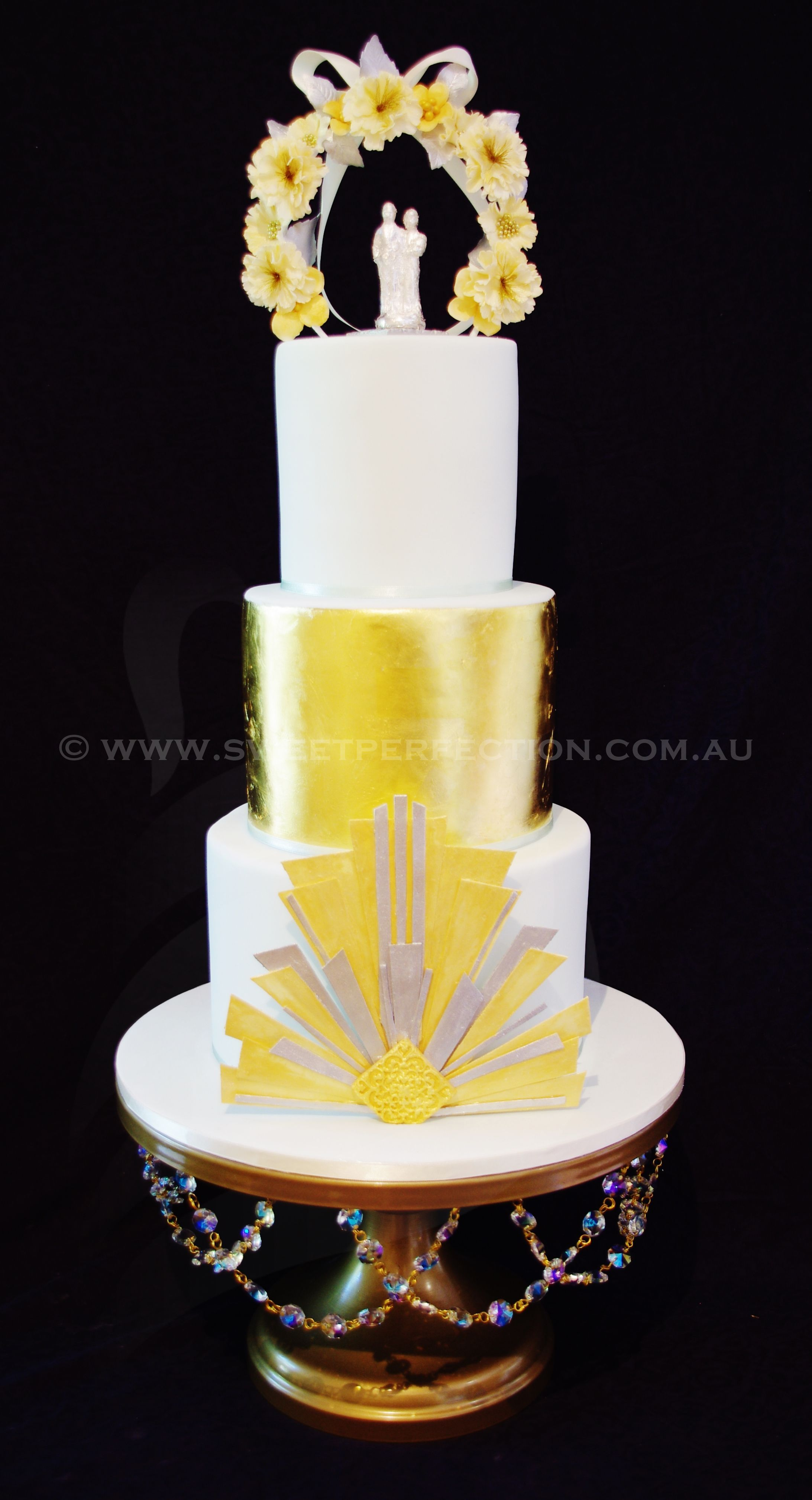 Brilliant Art Deco wedding cake design, with 24K gold leaf, mint ...