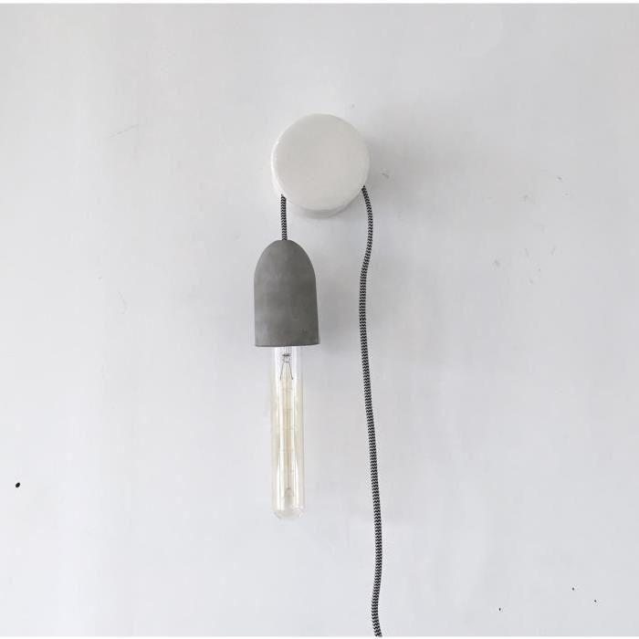 Lampe à accrocher et à brancher à une prise de courant et équipée d - cable d alimentation electrique pour maison