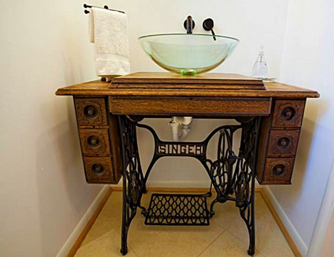 Idee Cucito Per Il Bagno : Old sewing machine used as diy bathroom vanity decoist