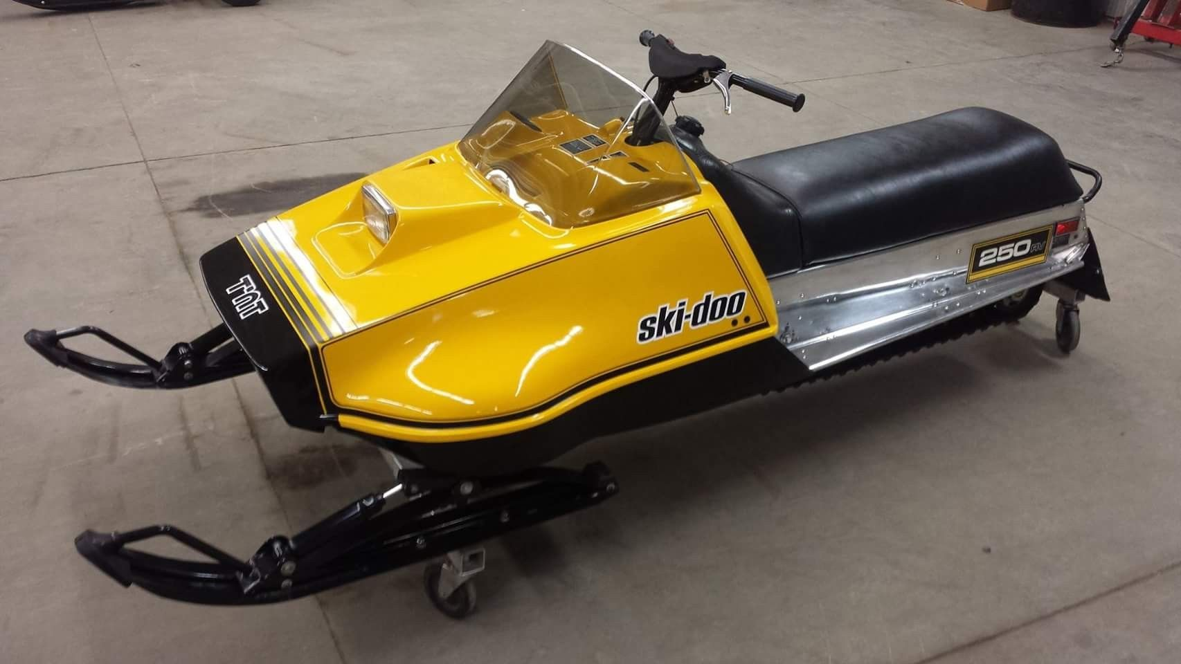 Pin By Duawis On Snowmobiles Vintage Sled Snowmobile Vintage Racing