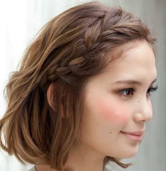 Peinados con cabello corto con trenzas suelto
