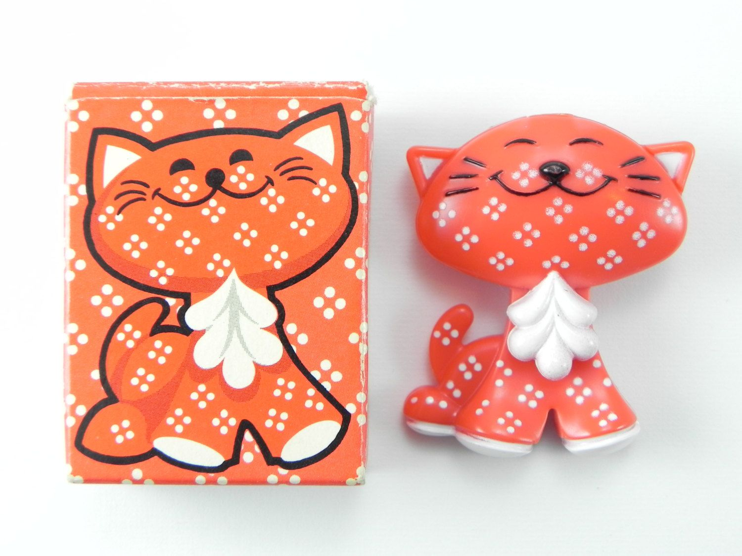 Vintage Avon Calico Cat Pin Pal Fragrance Glace 70 S New In Box Never Used Unique Kids Collectible Shirt Pin Red Orange Ki Avon Collectibles Retro Vintage Avon