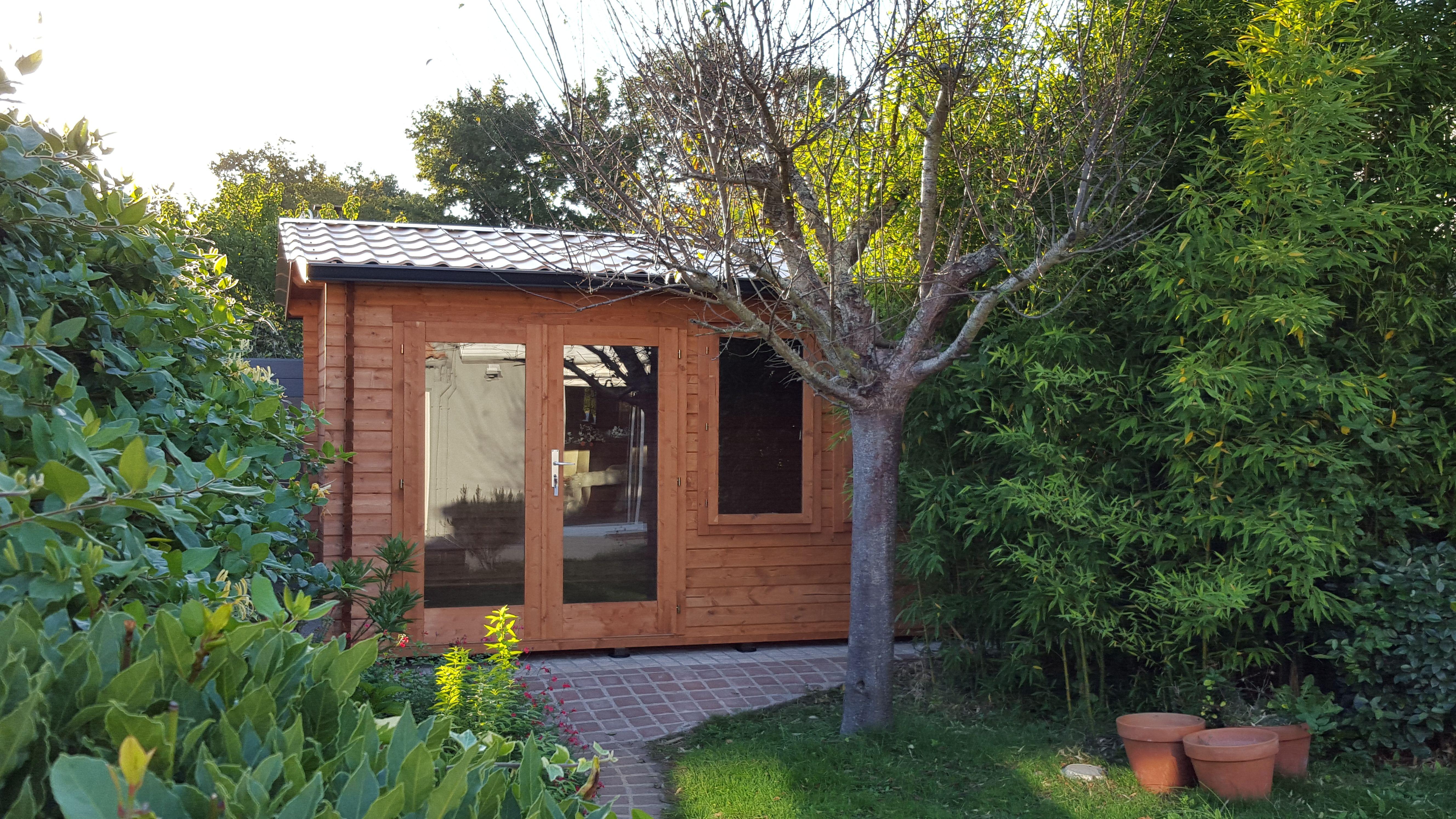 abris de jardin en madrier ou ossature bois avec bardage pvc autour