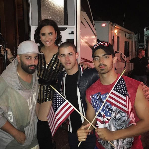 Demi Lovato Squeezes Herself Into Nick Jonas And Joe Jonas' 4th Of July Traditions - http://oceanup.com/2016/07/05/demi-lovato-squeezes-herself-into-nick-jonas-and-joe-jonas-4th-of-july-traditions/