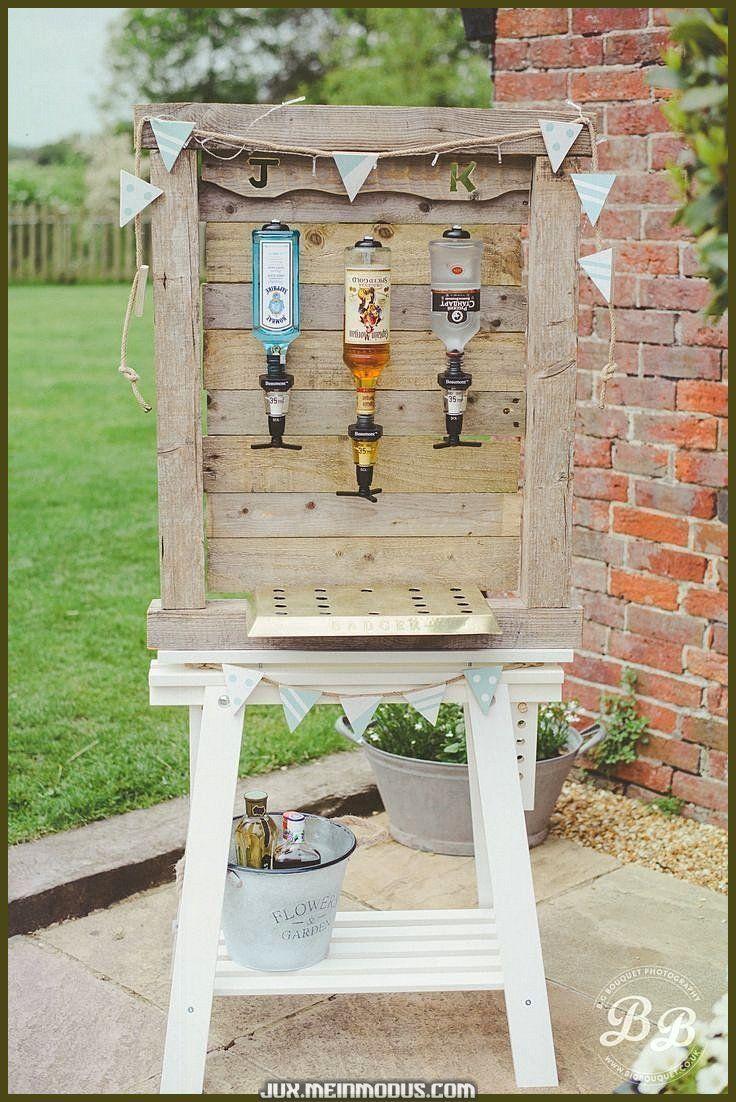Photo of Unikt og kreativt hjemmelaget uteservering som serverer bryllupsgjestene dine på banen.