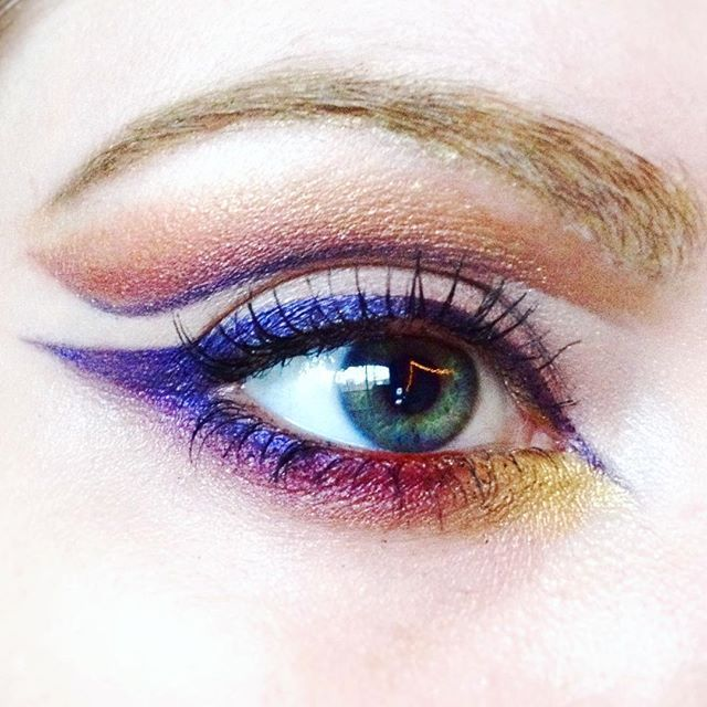 Channeling a hint of @dominiqueldr today.. This stomy grey day needed a little colour!  #slightlyegyptian!#urbandecay#makeup#mua#motd#ootd#graphic#graphiceyeliner#colour#goldbrow#goldeyes#blueeyes#seaeyes#paleskin#british#dominqueldr#vegasnay#hudabeauty#purpleeyeliner#realtechniques#fineliner#cutcrease#100daysofmakeupup